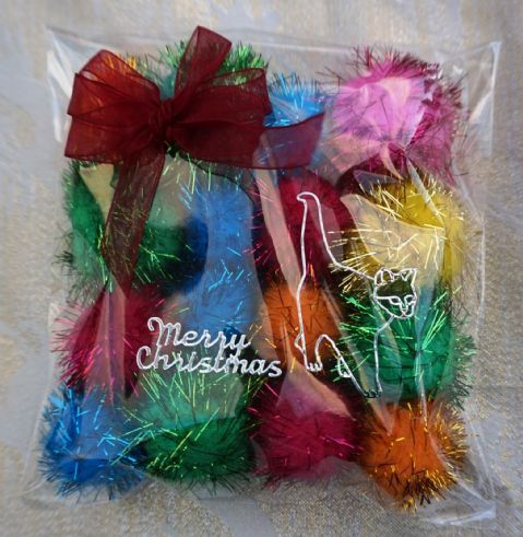 CHRISTMAS CAT TOY PACK - HAND DECORATED AND FILLED WITH 16 ASSORTED CAT TOYS #8